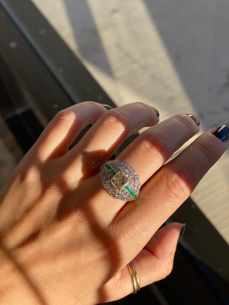 Art Deco 1.24 Carat Emerald Cut Diamond and Emerald Platinum Ring For Sale 8