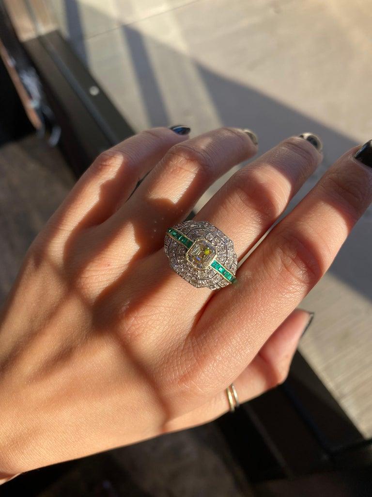 Art Deco 1.24 Carat Emerald Cut Diamond and Emerald Platinum Ring For Sale 10