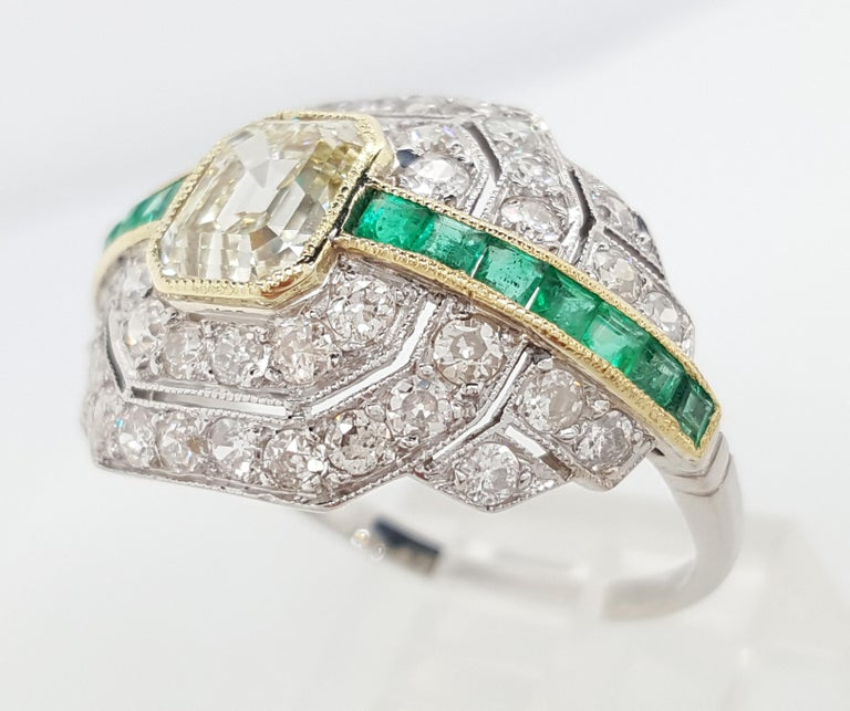 Art Deco 1.24 Carat Emerald Cut Diamond and Emerald Platinum Ring In Excellent Condition For Sale In Addison, TX