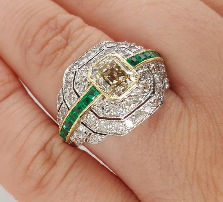 Art Deco 1.24 Carat Emerald Cut Diamond and Emerald Platinum Ring For Sale 2