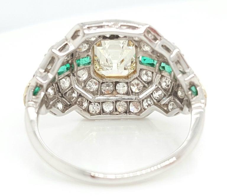 Art Deco 1.24 Carat Emerald Cut Diamond and Emerald Platinum Ring For Sale 3