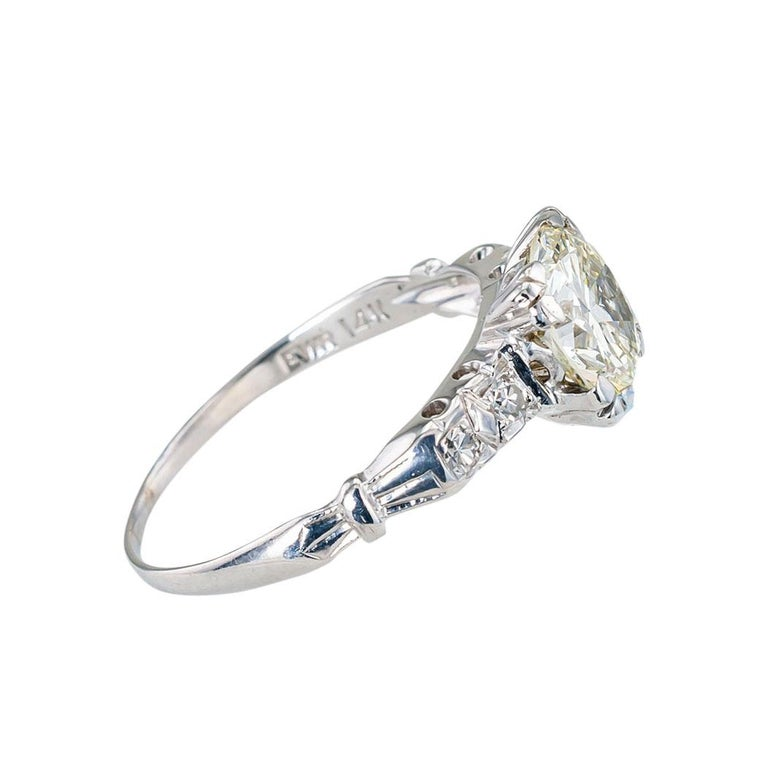 Art Deco 1.34 Carat Diamond White Gold Solitaire Engagement Ring In Good Condition For Sale In Los Angeles, CA
