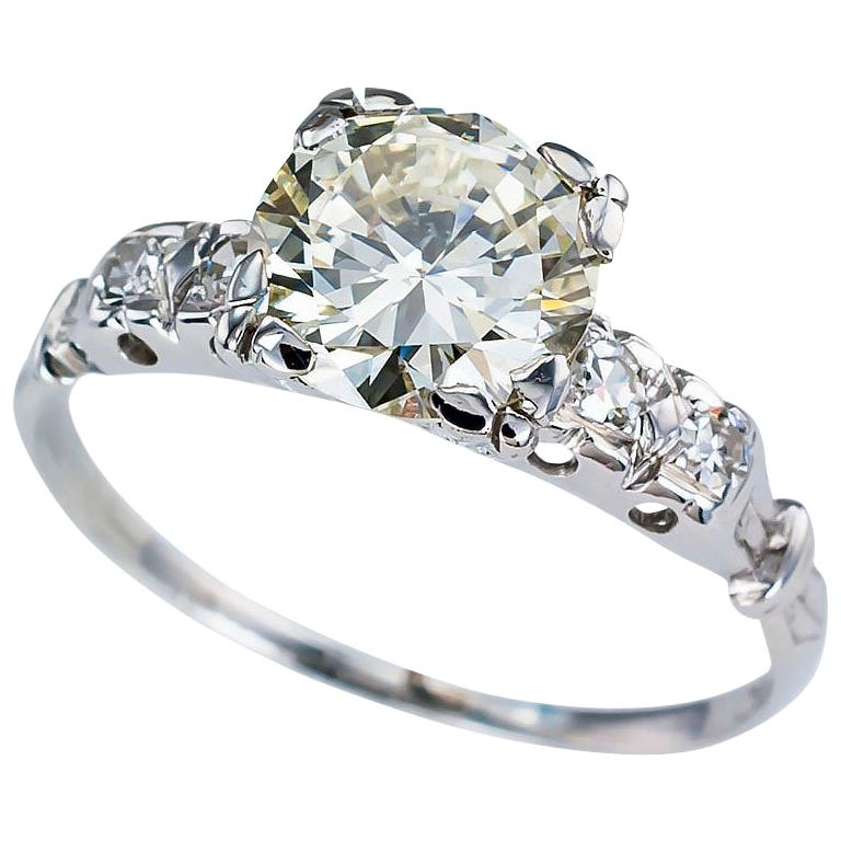 Art Deco 1.34 Carat Diamond White Gold Solitaire Engagement Ring For Sale