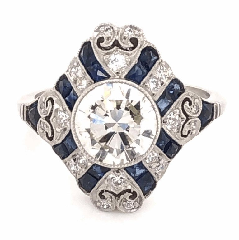 Art Deco Style 1.52 Carat Diamond Platinum Engagement Ring Estate Fine Jewelry In Excellent Condition For Sale In Montreal, QC