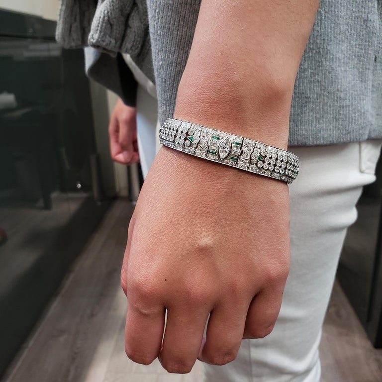 Art Deco 15.50 Carat Fancy Cut Diamond and Emerald Bracelet In Good Condition For Sale In New York, NY