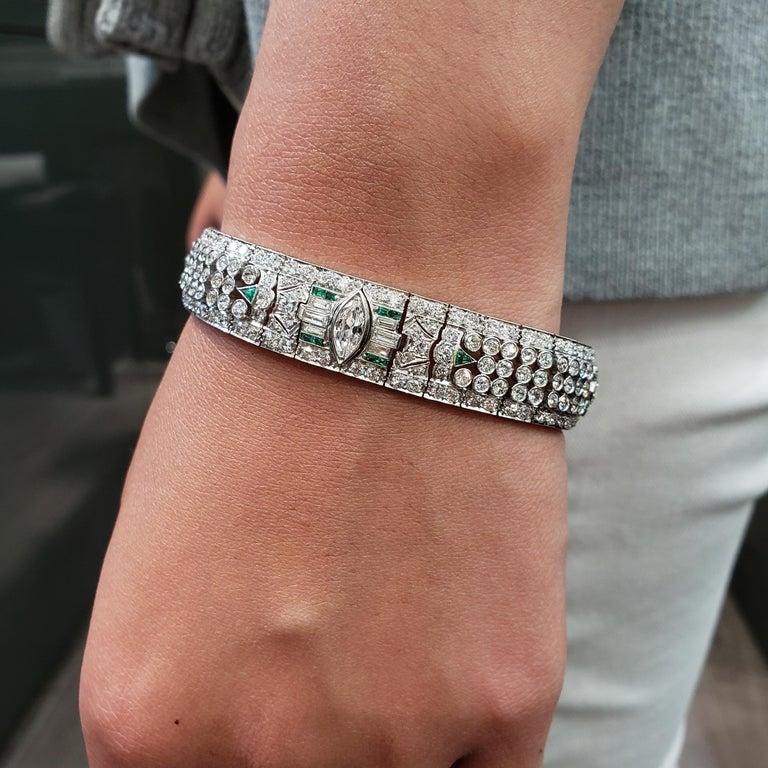 Women's Art Deco 15.50 Carat Fancy Cut Diamond and Emerald Bracelet For Sale