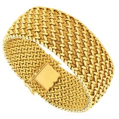 Art Deco 18 Carat Yellow Gold French Bracelet, circa 1920s