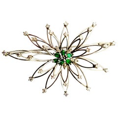 Art Deco 18 Karat White Gold Diamonds and Emerald Brooche