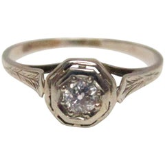 Art Deco 18 Karat White Gold Filigree Diamond Ring