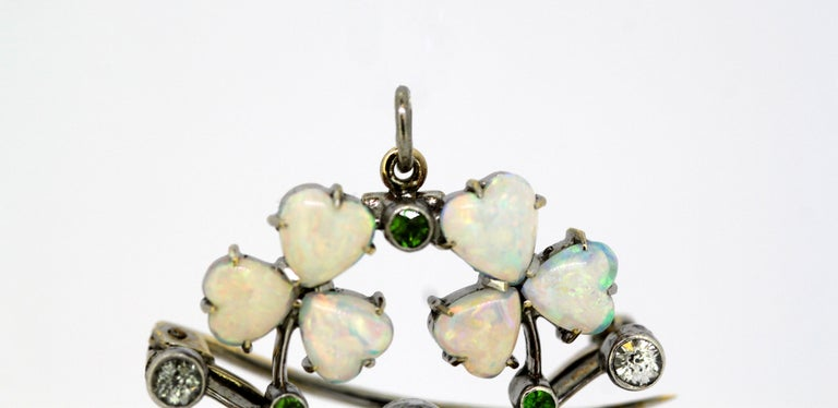 Art Deco 18 Karat Gold Ladies Brooch or Pendant, Opals, Diamonds and Peridot In Excellent Condition For Sale In Braintree, GB