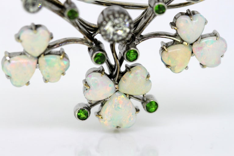 Art Deco 18 Karat Gold Ladies Brooch or Pendant, Opals, Diamonds and Peridot For Sale 2