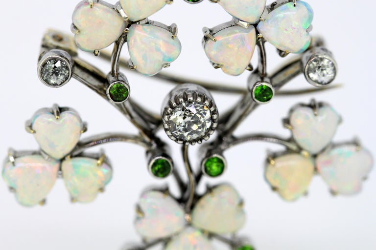 Art Deco 18 Karat Gold Ladies Brooch or Pendant, Opals, Diamonds and Peridot For Sale 3