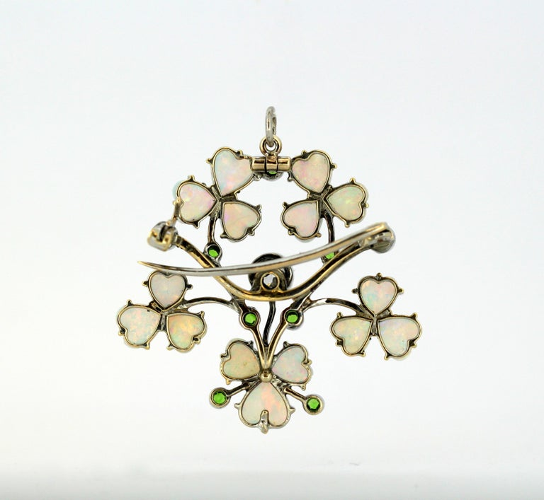 Art Deco 18 Karat Gold Ladies Brooch or Pendant, Opals, Diamonds and Peridot For Sale 4