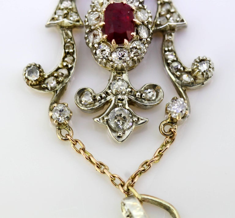 Women's or Men's Art Deco 18 Karat White Gold Pendant with Ruby and Diamonds, circa 1920s For Sale