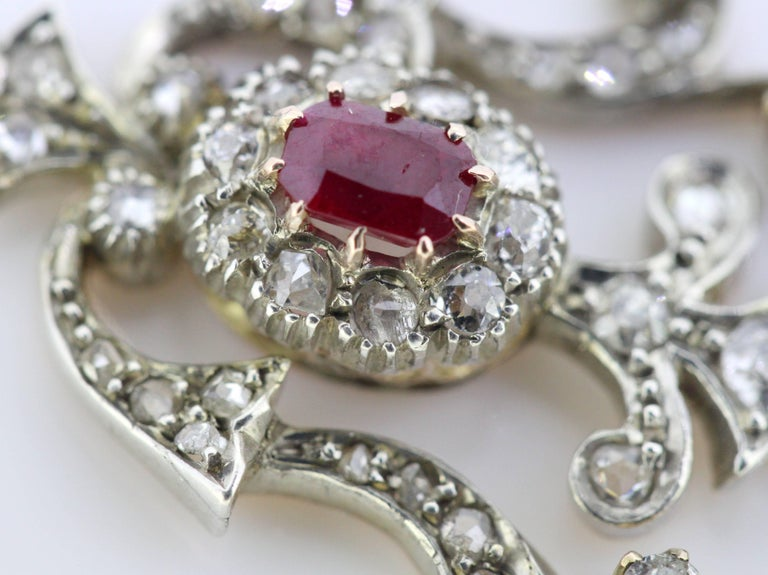 Art Deco 18 Karat White Gold Pendant with Ruby and Diamonds, circa 1920s For Sale 2