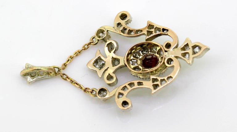 Art Deco 18 Karat White Gold Pendant with Ruby and Diamonds, circa 1920s For Sale 5