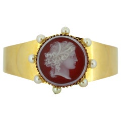 Art Deco 18 Kt Gold Bangle with Pearls and Carnelian Cameo Carving, France, 1920