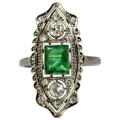 Art Deco 18 Karat Gold Ladies Ring with Emerald and Diamonds
