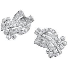 Art Deco 1920, Old European and Baguette Diamonds Double Clip Brooch in Platinum