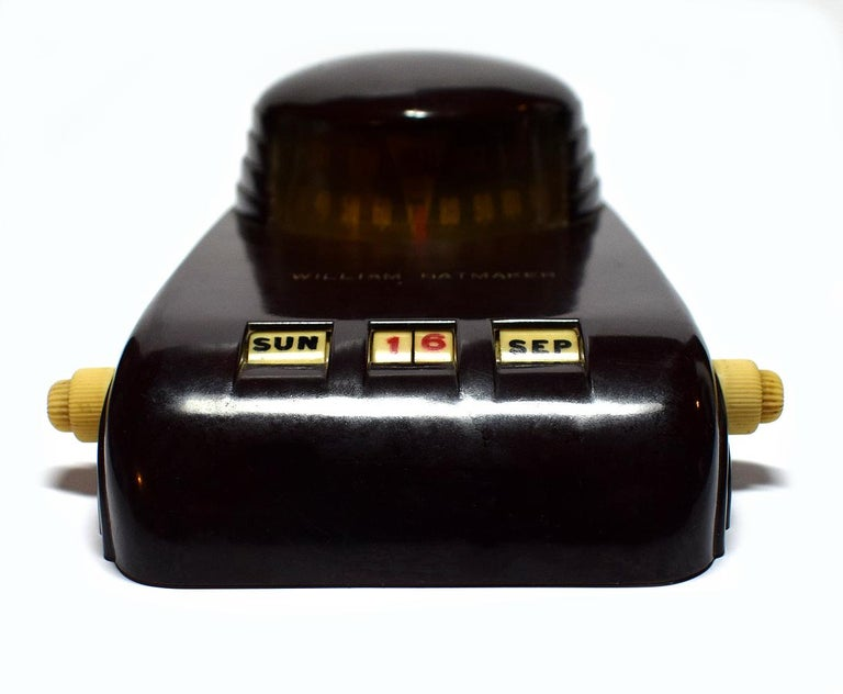 Original 1930s Art Deco streamline Bakelite desk perpetual calendar / barometer / thermometer. This is a great example of streamline Deco with it's smooth lines and nod to the automobile. The Bakelite is in great condition and free from any damage