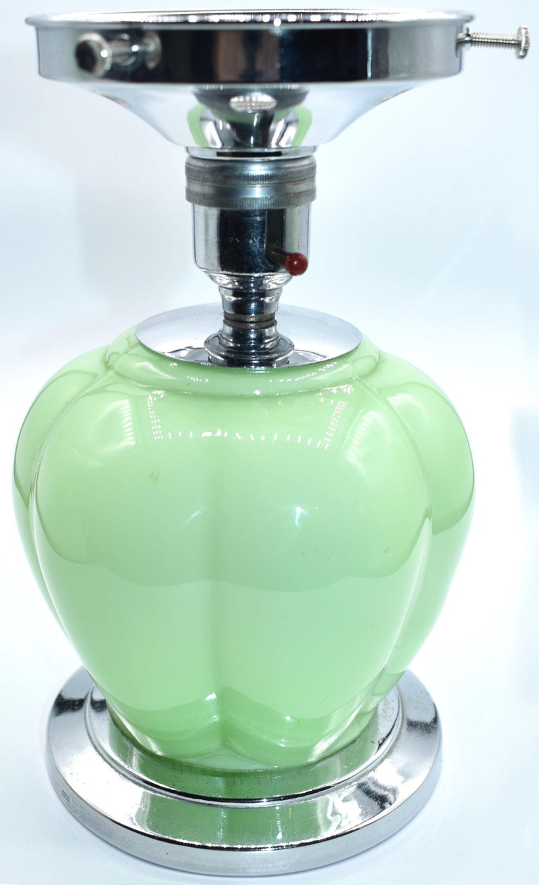Art Deco 1930s Green Glass Table Lamp For Sale 1