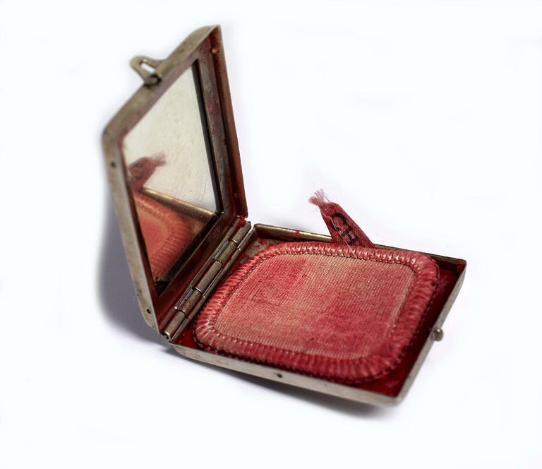 Art Deco 1930s Ladies Rouge Compact 'Charm' In Good Condition For Sale In Westward ho, GB