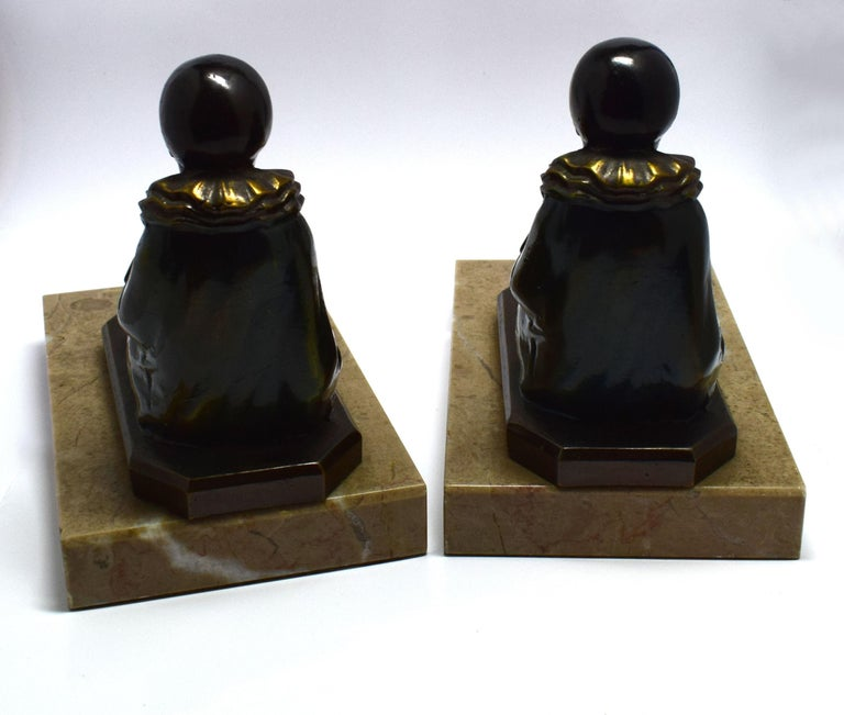 Art Deco 1930s Matching Pair of Figural Bookends In Good Condition For Sale In Devon, England