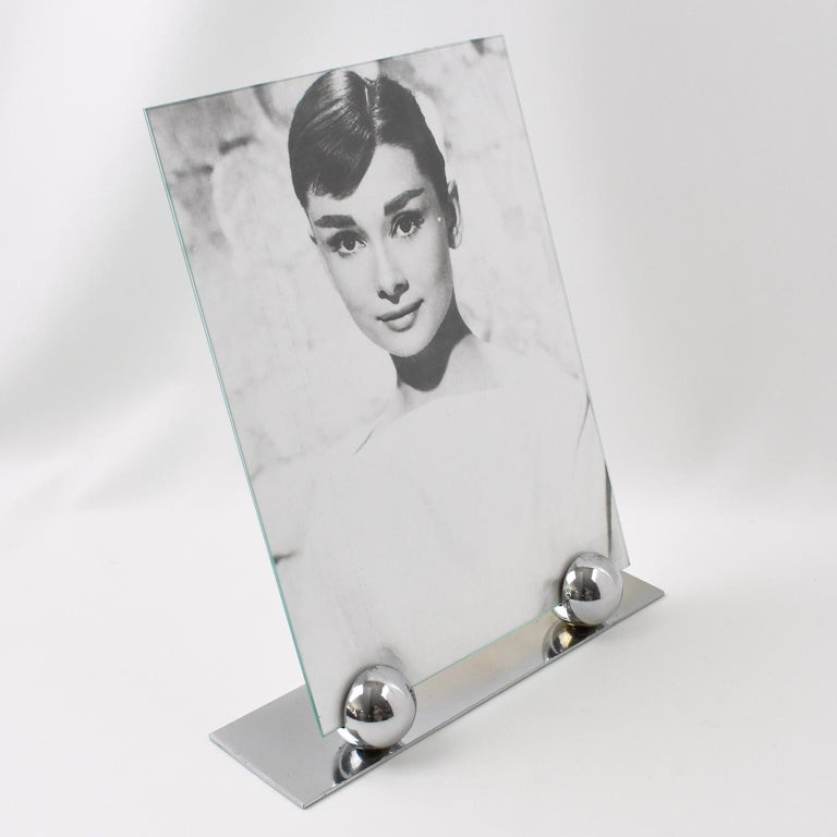 Lovely French Art Deco picture photo frame, featuring thin chrome plinth compliment with two polished chrome metal balls. The frame is complete with its two glass sheets to enclose the photograph. Photograph can be placed in landscape or in portrait