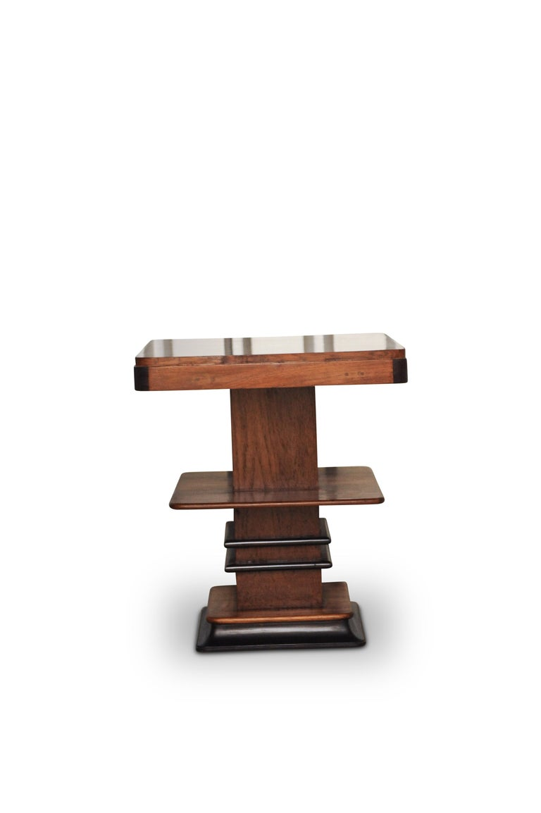 Art Deco 1930s Walnut and Lacquered Graduated Three-Tier Side Table In Good Condition For Sale In High Wycombe, Buckinghamshire