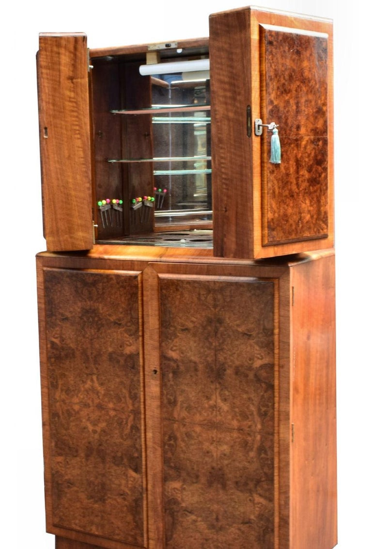 This hugely stylish cocktail cabinet is a fantastic piece of Art Deco furniture, and its internal features prove to be an incredibly appealing feature. The beautifully presented burr walnut has a superb pattern of grain. The upper doors open to