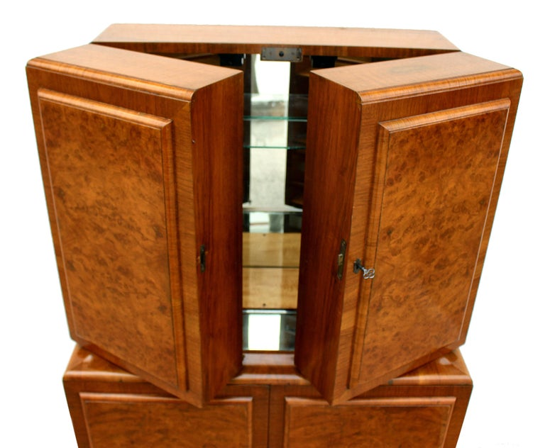 English Art Deco 1930s Walnut Fronted Cocktail Drinks Cabinet For Sale