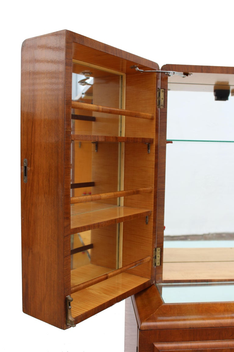 20th Century Art Deco 1930s Walnut Fronted Cocktail Drinks Cabinet For Sale