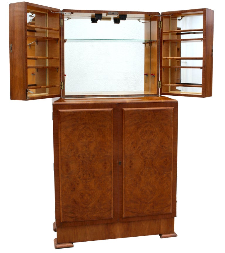Art Deco 1930s Walnut Fronted Cocktail Drinks Cabinet For Sale 1