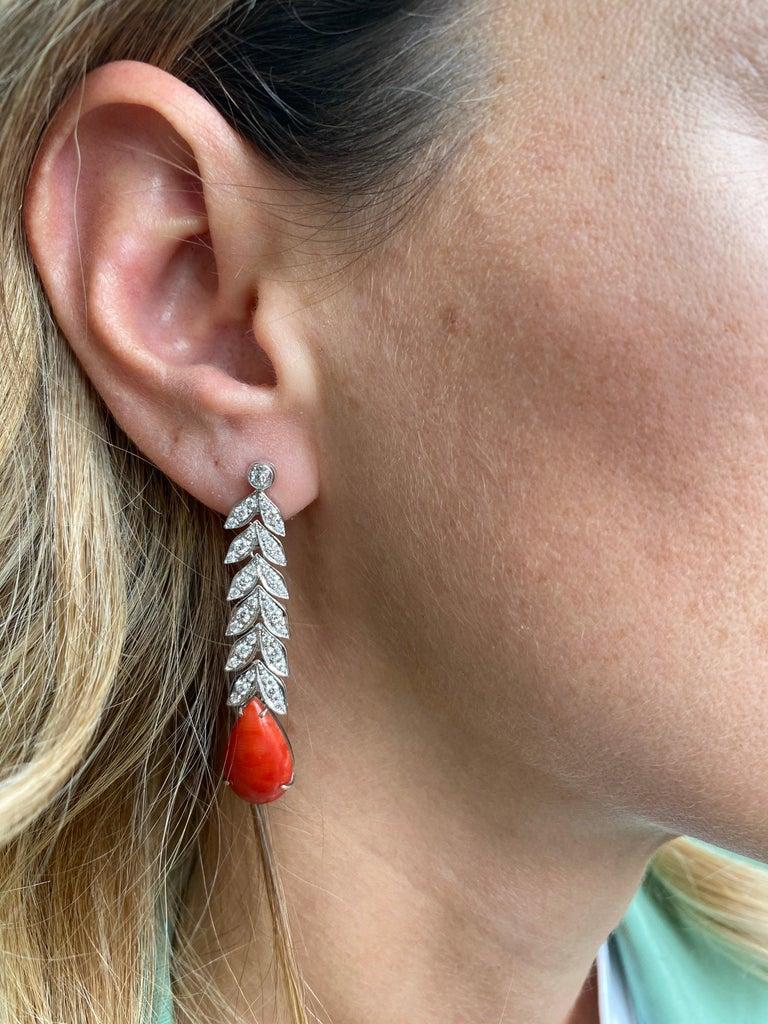 Women's Art Deco 2 Carat Diamond Aka Coral Gold Drop Earrings, 1930s For Sale