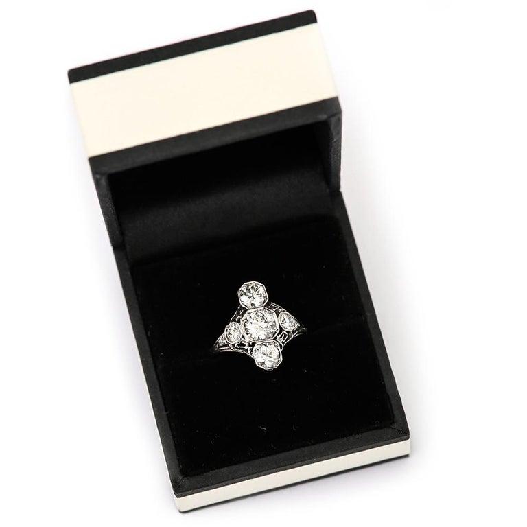 Art Deco 2.10 Carat OEC Diamond and Platinum Three-Stone Ring, circa 1925 For Sale 8