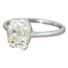 Art Deco Ring mit 2,11 Karat Diamant-Solitär im Kissenschliff