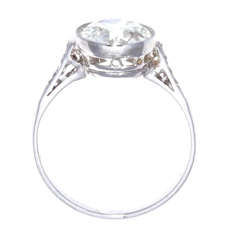 Art Deco 2.23 Carat Old European Cut Diamond Platinum Engagement Ring In Good Condition For Sale In Beverly Hills, CA