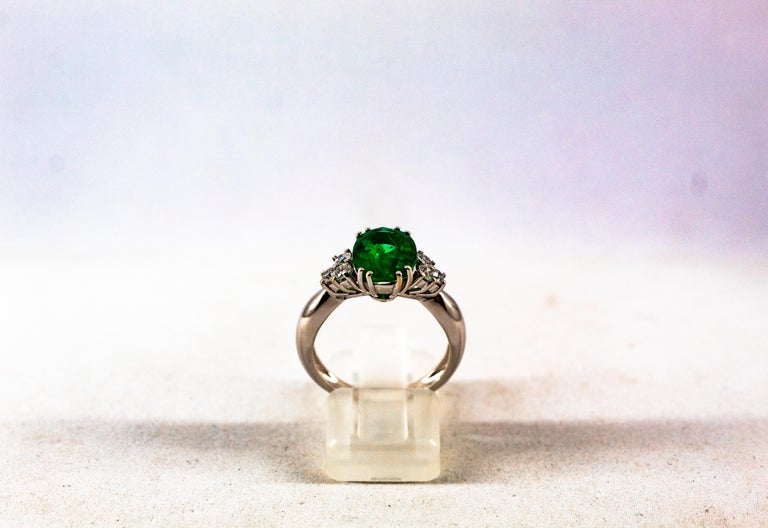 Round Cut Art Deco Style 2.43 Carat Emerald 0.35 Carat Diamond White Gold Cocktail Ring For Sale