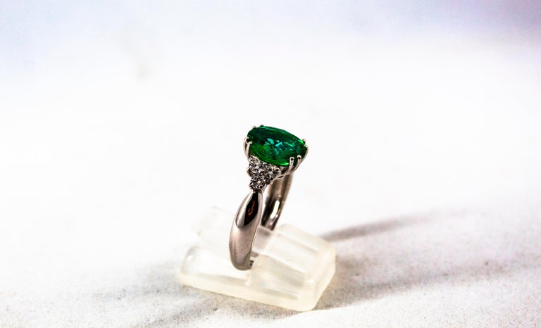 Art Deco Style 2.43 Carat Emerald 0.35 Carat Diamond White Gold Cocktail Ring For Sale 2