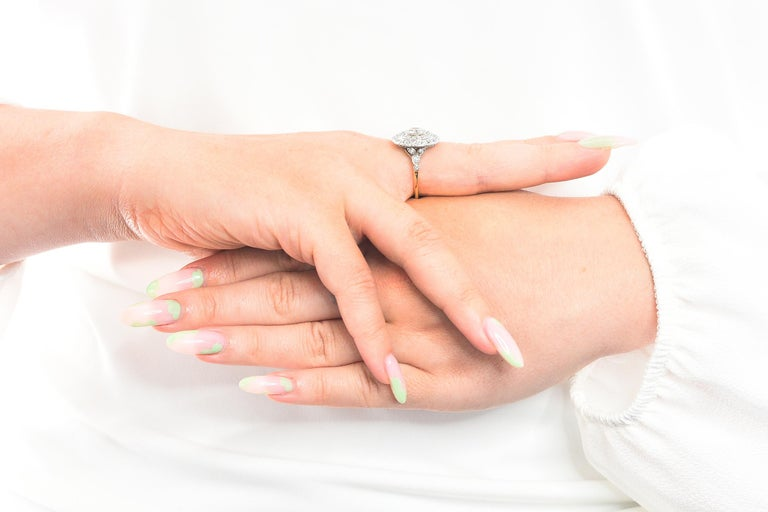 Art Deco 2.56 Carats Diamond Platinum-Topped 14 Karat Gold Cluster Ring GIA For Sale 9