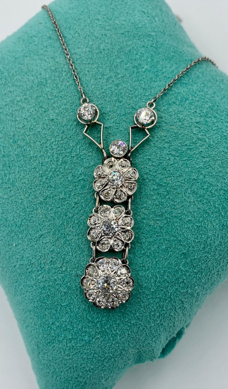 Art Deco 2.7 Carat Old European Cut Diamond Platinum Pendant Necklace Antique For Sale 3