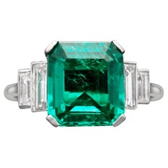Art Deco 3.20 Carat Colombian Emerald-Cut Emerald and Baguette Diamond Ring