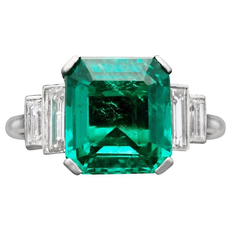 Art Deco 3.20 Carat Colombian Emerald-Cut Emerald and Baguette Diamond Ring For Sale