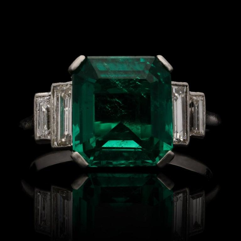 Art Deco 3.20 Carat Colombian Emerald-Cut Emerald and Baguette Diamond Ring For Sale 1