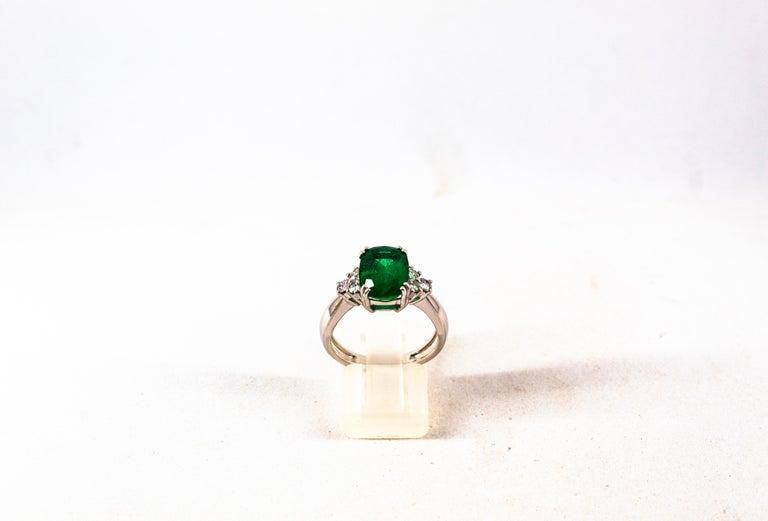Round Cut Art Deco Style 3.22 Carat Emerald 0.36 Carat Diamond White Gold Cocktail Ring For Sale