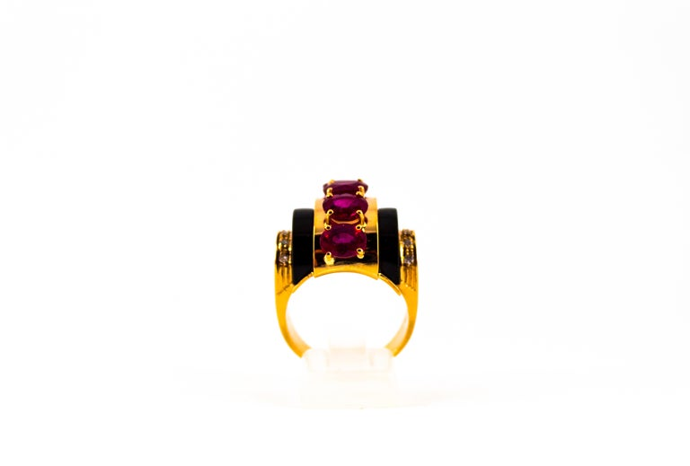 Oval Cut Art Deco Style 5.10 Carat Ruby 0.15 Carat Diamond Onyx Yellow Gold Cocktail Ring For Sale