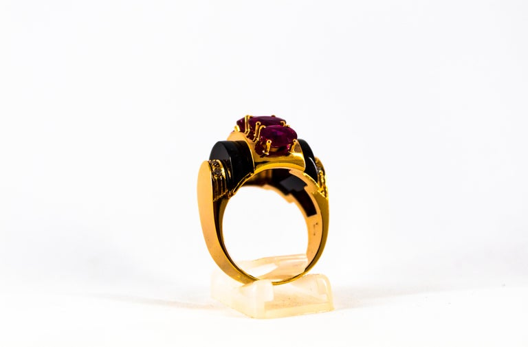 Art Deco Style 5.10 Carat Ruby 0.15 Carat Diamond Onyx Yellow Gold Cocktail Ring For Sale 1
