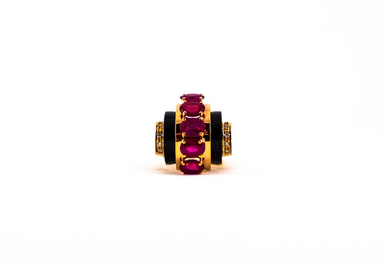 Art Deco Style 5.10 Carat Ruby 0.15 Carat Diamond Onyx Yellow Gold Cocktail Ring For Sale 2
