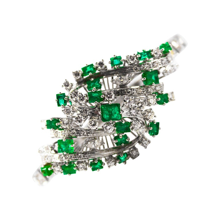 5.20 Carat White Diamond 3.60 Carat Emerald White Gold Bracelet For Sale
