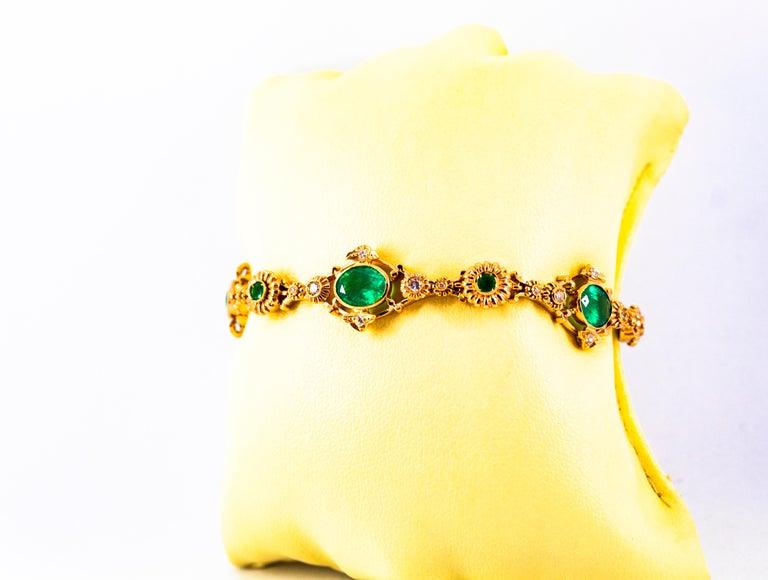 Art Deco Style 6.60 Carat Emerald 0.60 Carat White Diamond Yellow Gold Bracelet For Sale 5